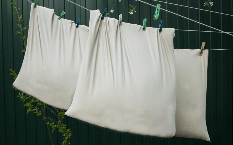 クッションは自宅で洗濯できる!素材別の洗濯方法と注意点