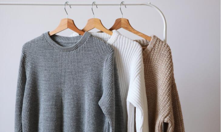セーターを洗濯した後の正しい干し方