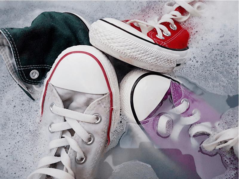 靴の汚れ|洗濯機VS手洗いどちらが良い?最適な靴洗い方法をご紹介