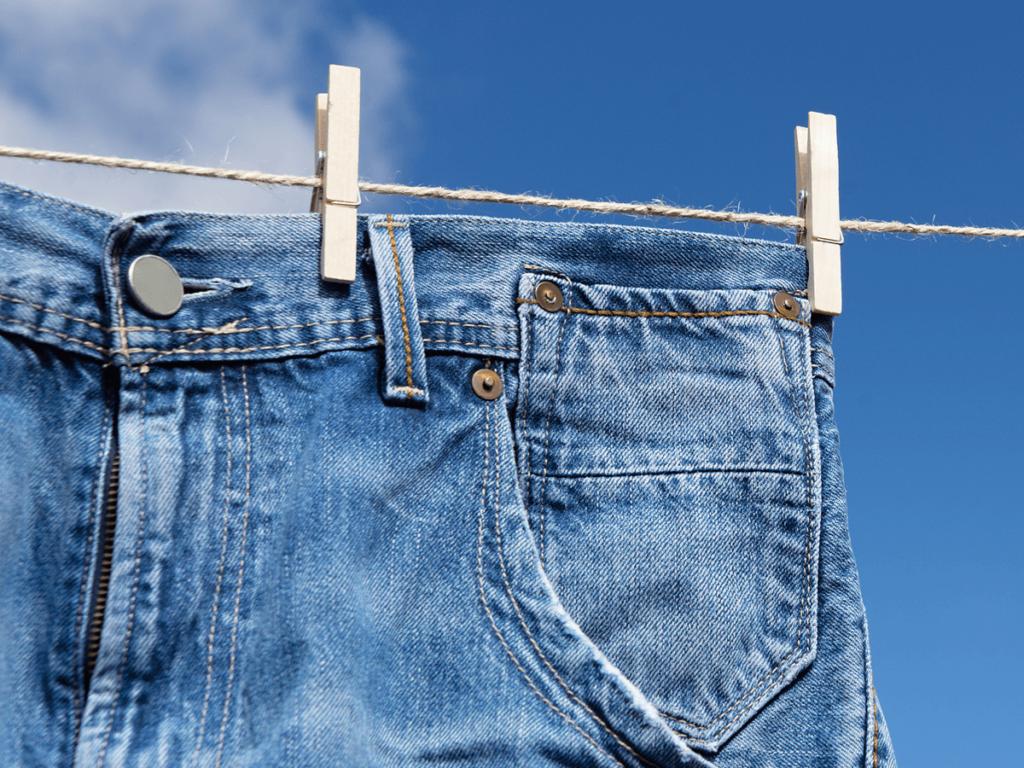 今さら聞けないジーンズの洗い方&干し方4つのコツを伝授!