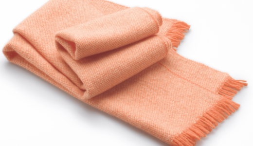 マフラーはお家で洗濯しよう!カシミヤやアクリル素材別洗い方のポイントと干し方・仕上げ方法