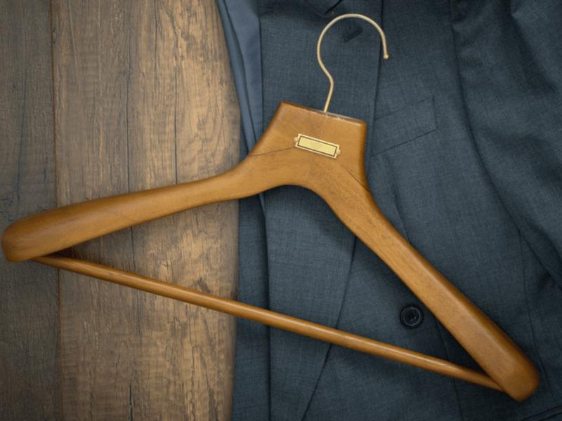 スーツはハンガーにかけて収納するだけではダメ!