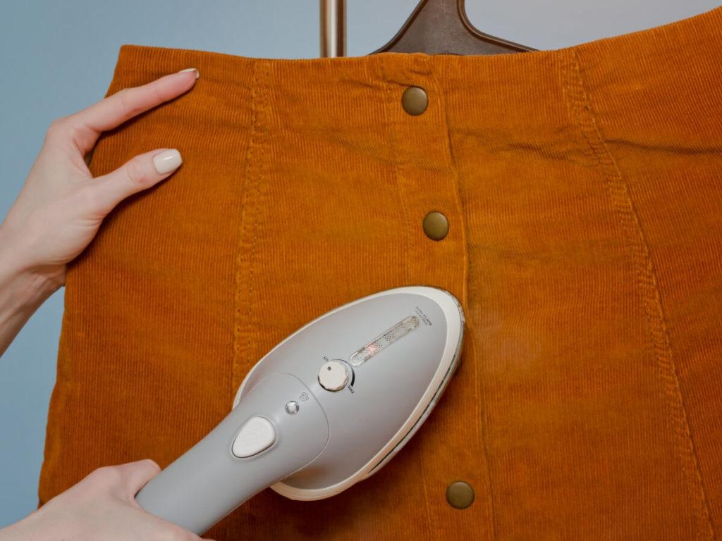 スカートのアイロンがけは難しい!アイロンがけのコツは?