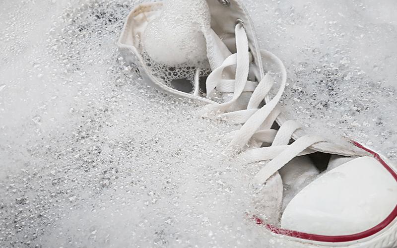 あると安心!おすすめの靴専用洗剤14選!