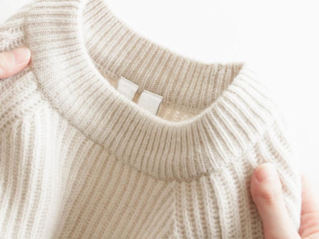 ニットやセーターの洗濯方法は洗濯機と手洗いどちらが良い?失敗しないためのコツとおすすめ便利グッズ