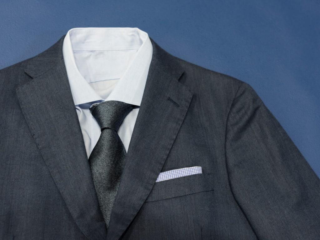 スーツはどのぐらいの頻度でクリーニングに出したらいいの?気になる料金相場は?