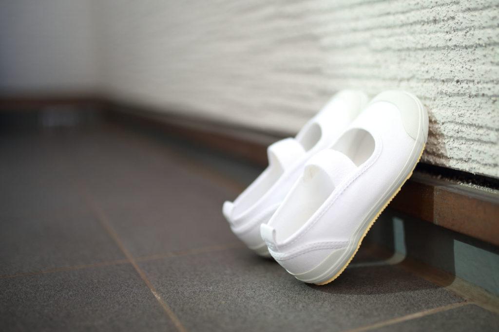 上履き用おすすめ洗剤10選!!もしものときに便利な代用品や裏技をマスターして黄ばんだ汚れも真っ白に