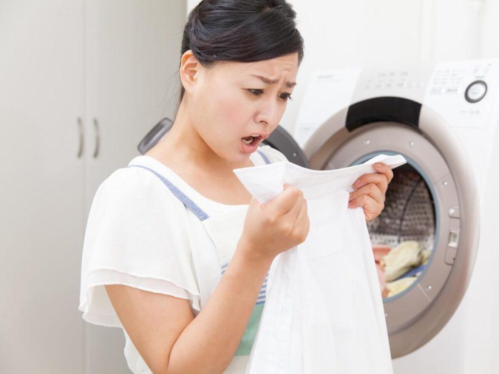洗濯物の白いカスの正体ってなに!?原因や取り方・予防方法を知ろう
