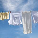 Tシャツの汚れ落としの原因と方法をタイプ別に解説!洗濯後の干し方もご紹介