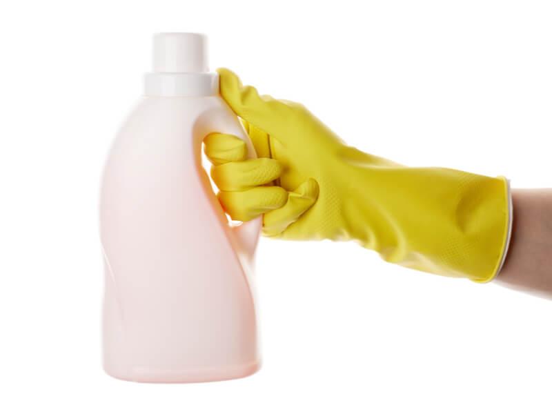 黄色い手袋と洗剤