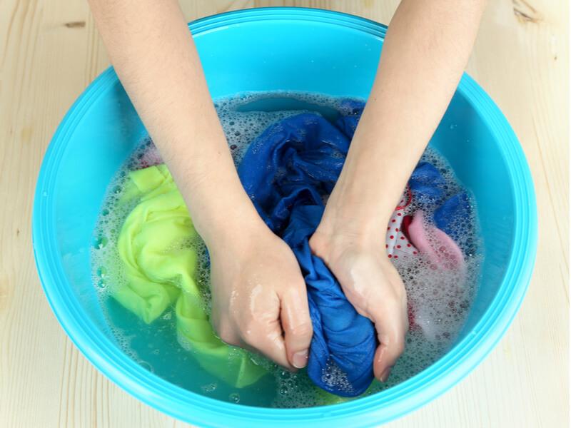 洗濯物についた油汚れの落とし方