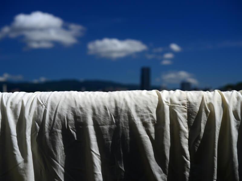 羽毛布団の仕上がりを良くするには干し方も重要