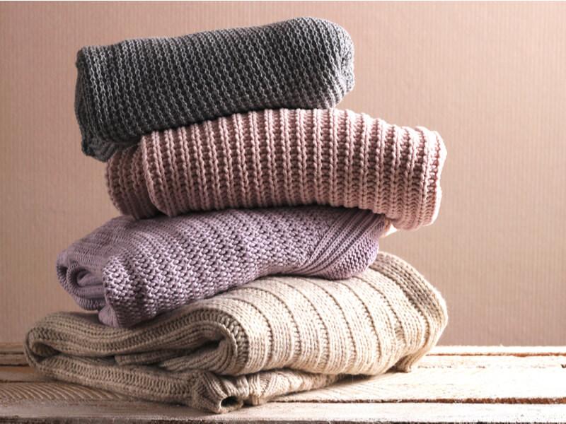 畳まれたセーター