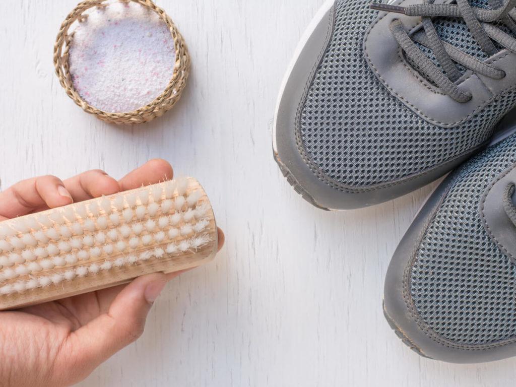 スニーカーの頑固な汚れもきれいに落とす!自宅でできる正しい洗い方と注意点を解説
