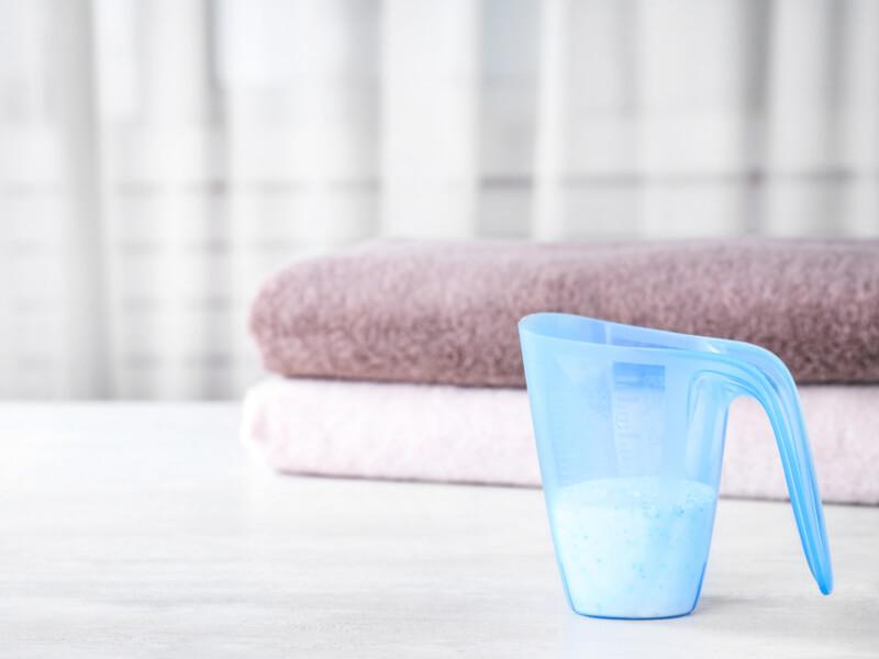 粉洗剤とタオル