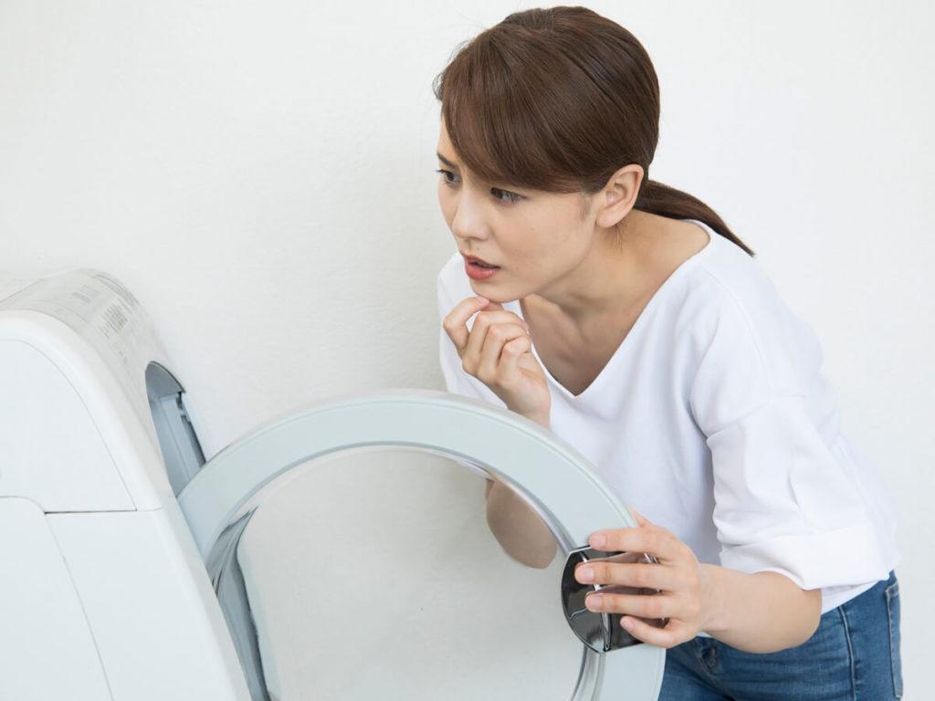 洗濯機の臭いの原因は?臭いの種類別に対処法も紹介