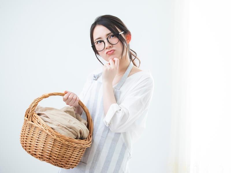 洗濯物 困っている女性