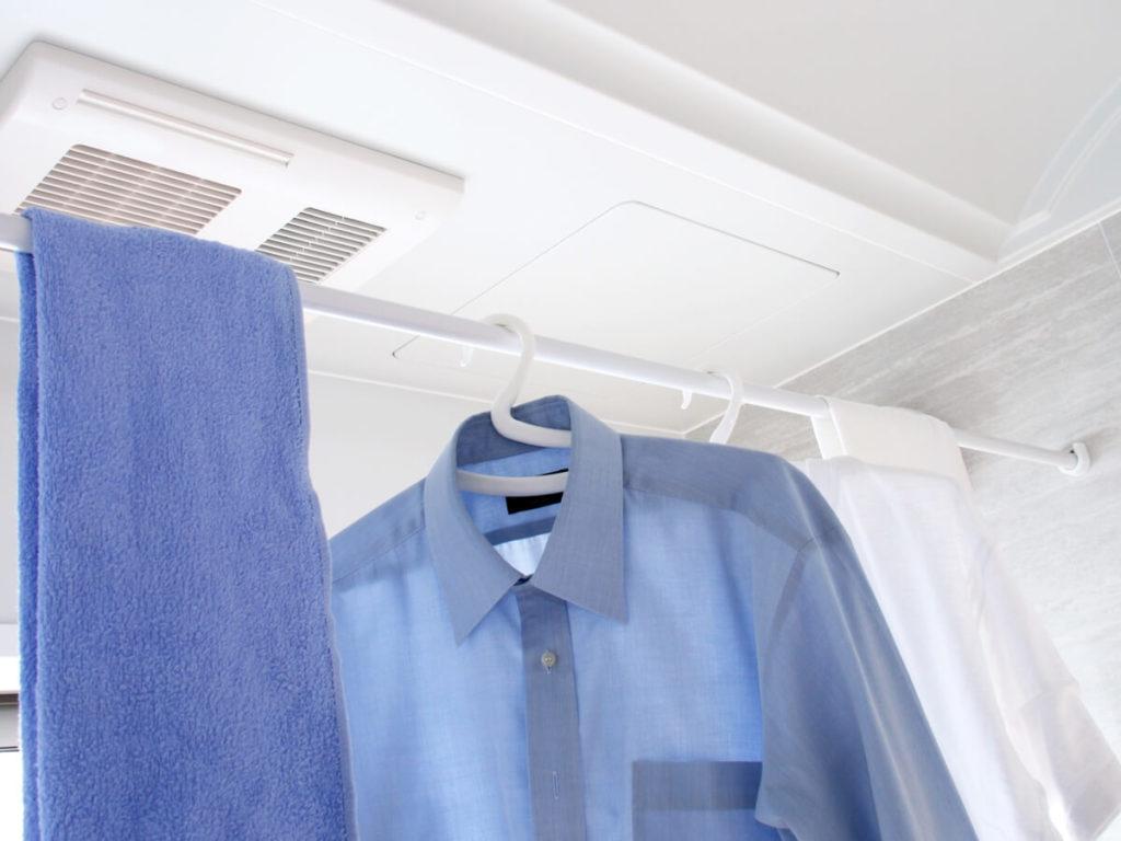 洗濯物を風呂場の浴室乾燥機で乾かすと臭いがする?原因と対処法
