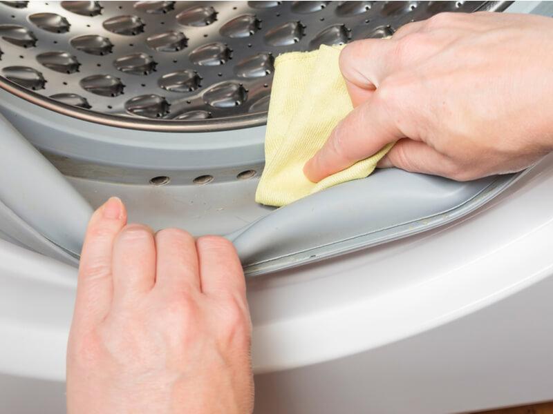 洗濯槽 掃除中