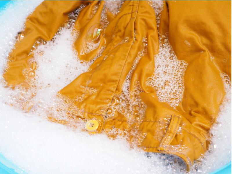 黄色のズボン つけ置き