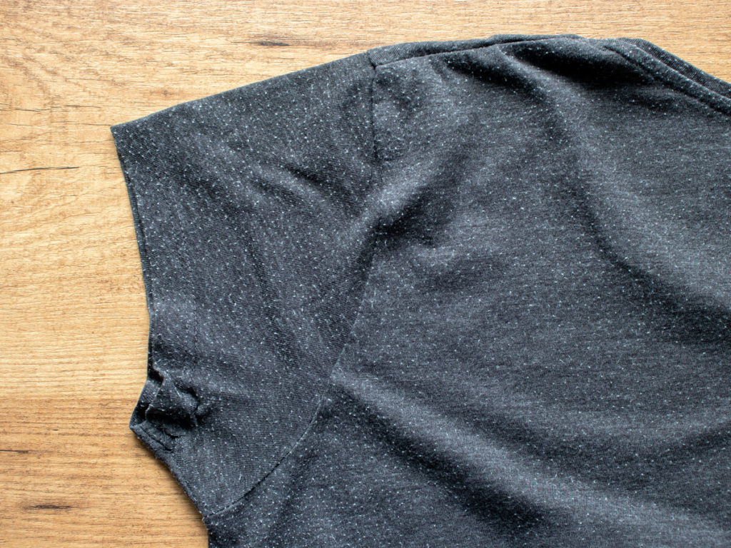 灰色のTシャツ 毛玉