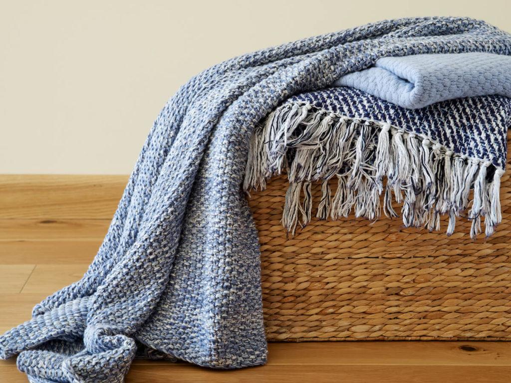 ブランケットは自宅で洗濯できる?洗い方のコツや注意点