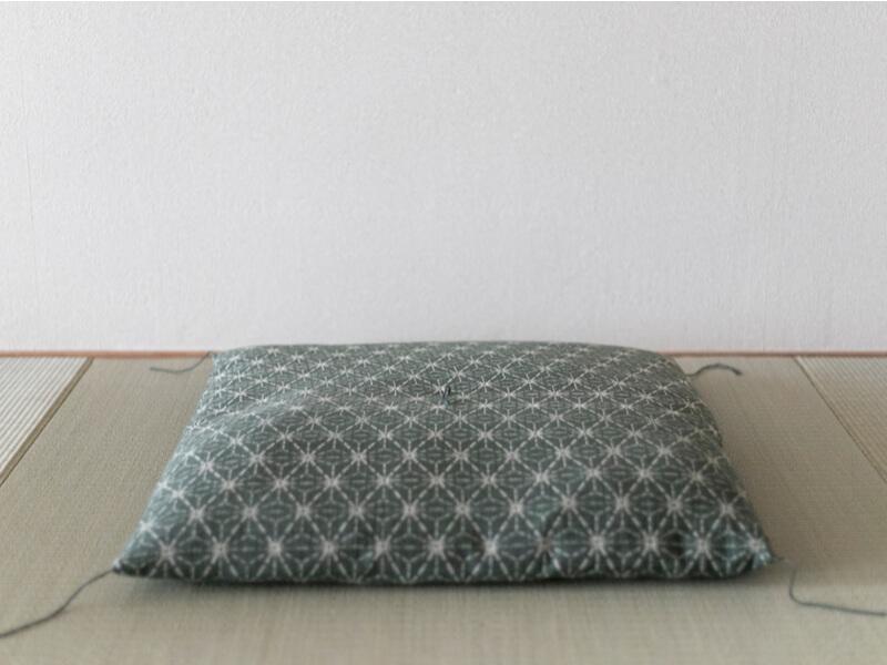 座布団カバーをつけて座布団の汚れを予防