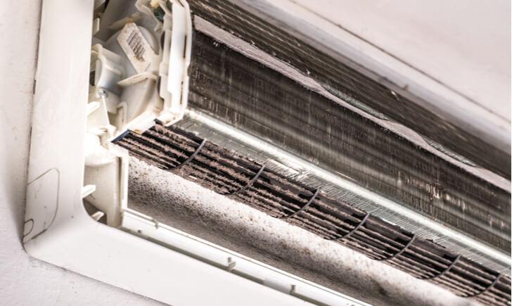 エアコンは定期的に掃除をしないとダメ!