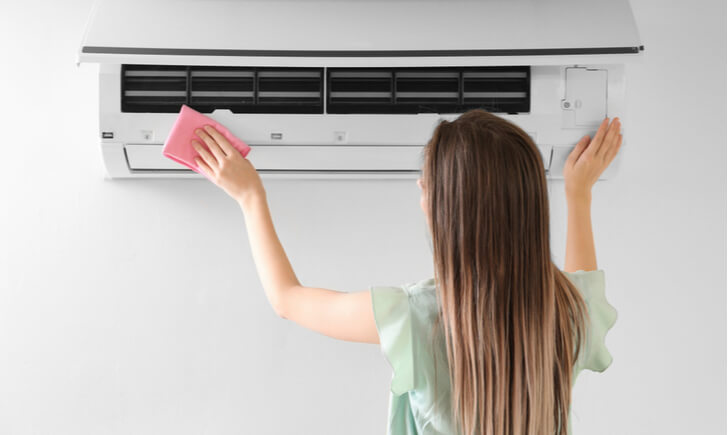 エアコンは自分とプロの掃除で清潔を保とう
