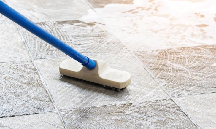 玄関の床(たたき)を汚さないためには日頃の気遣いが大事
