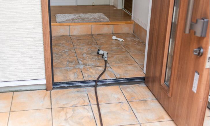 玄関の汚れが落ちない場合の対処法