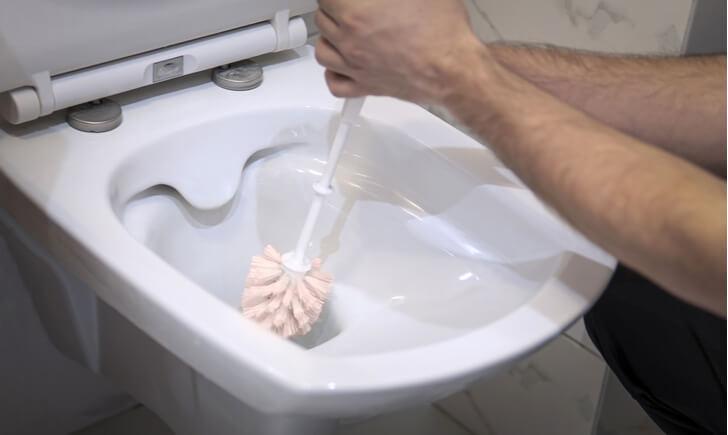 トイレブラシの先端だけを交換できるものもあるが……