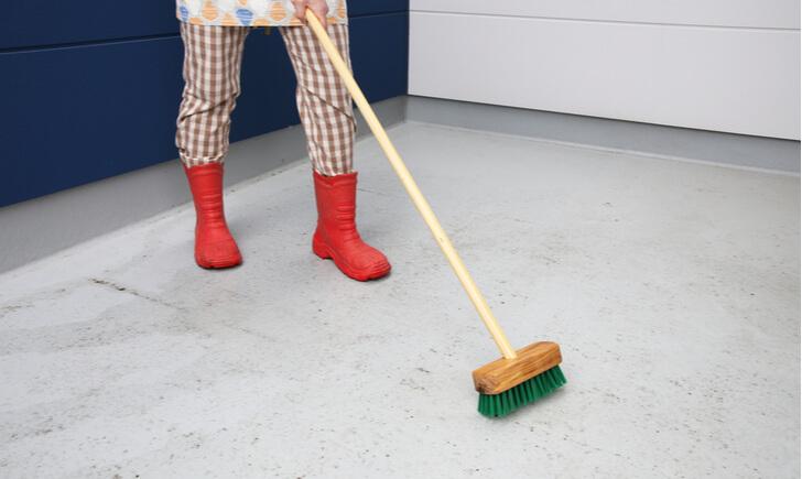 玄関掃除にデッキブラシがおすすめな理由