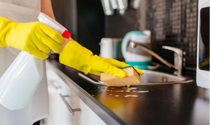 キッチンの頑固な油汚れには洗剤が効果的!おすすめの洗剤12選