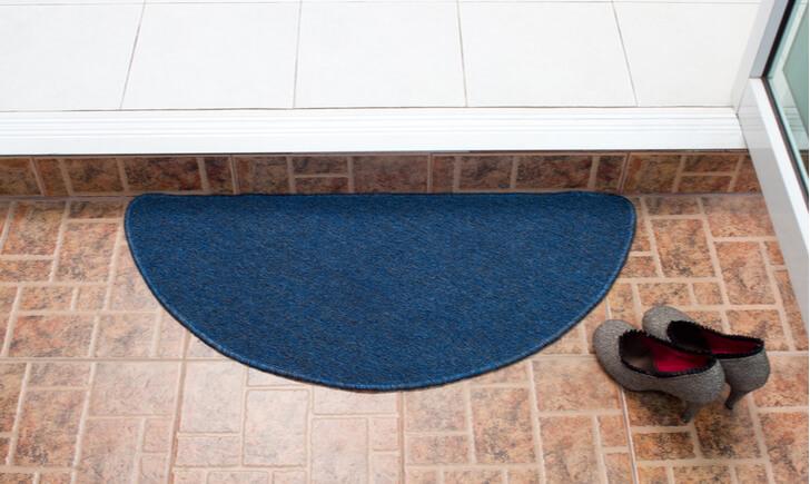 ブラシを使った玄関の床(たたき)掃除の手順