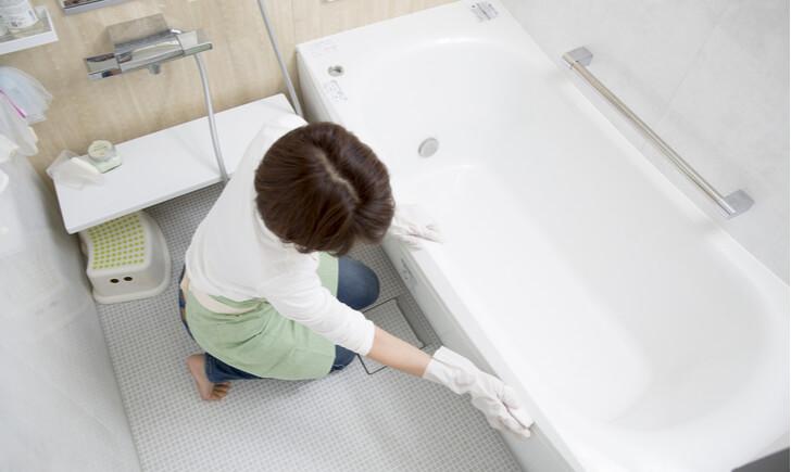 汚れに悩まされないためにも普段から風呂掃除を行おう
