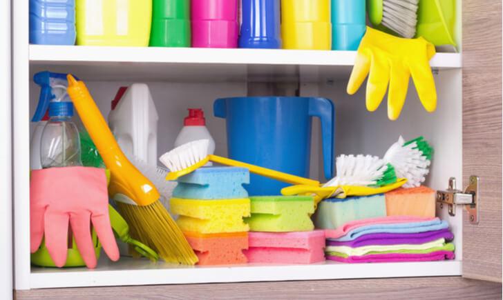 玄関の掃除道具は風水的にも隠すが正解!収納方法は?