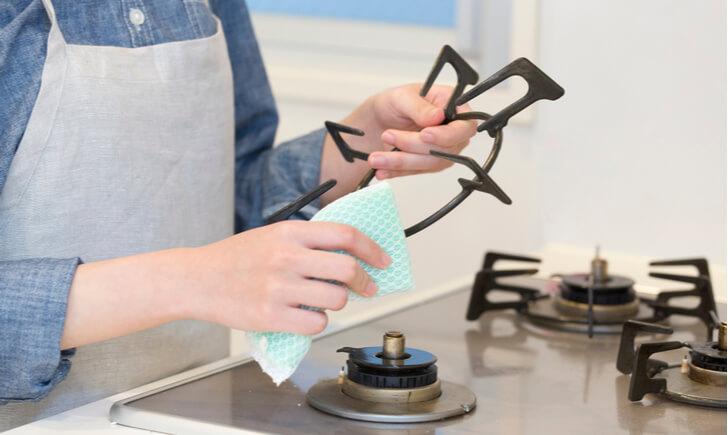 普段からコンロの掃除を行ってキッチンをキレイにすることが大事