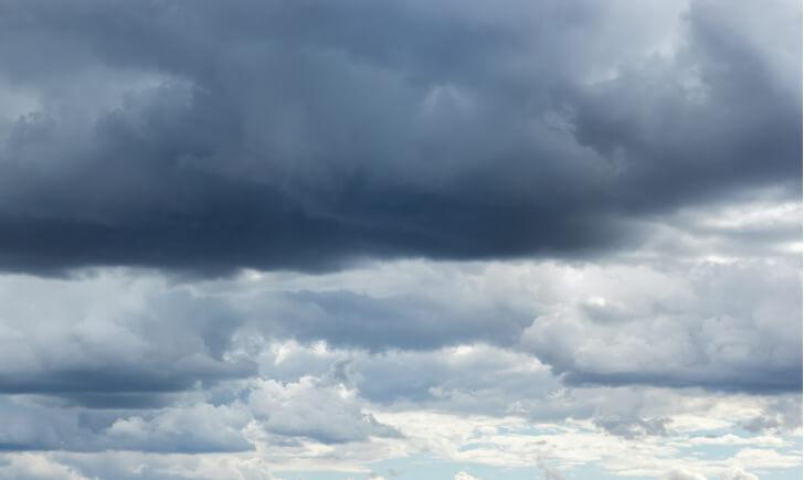ベランダ掃除は雨や湿度の高い日がおすすめ